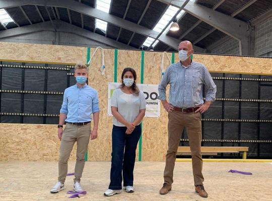 werkbezoek aan STiDO in Asse, een fabrikant van modulaire kangoeroewoningen in houtskeletbouw